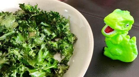Introducing hot & spicy food to kids: baked kale chips with sea salt and cayenne